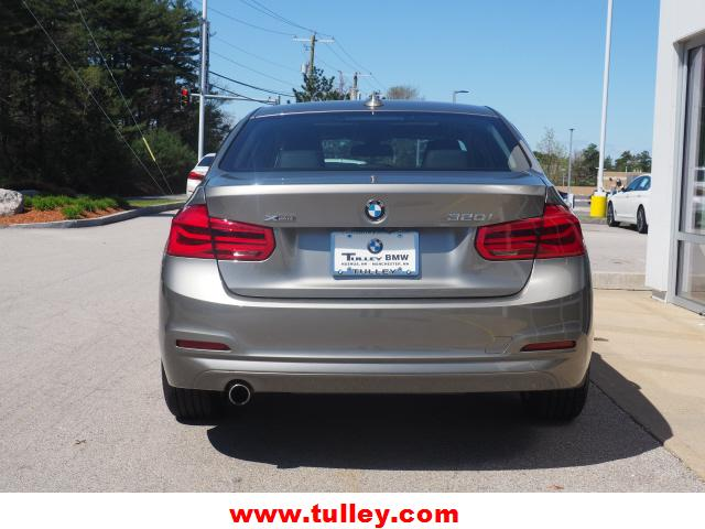Pre-Owned 2018 BMW 3 Series 320i xDrive Sedan